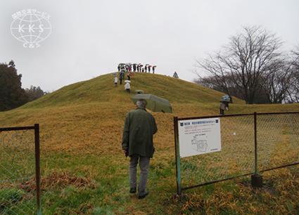 墳丘の両側に方形の造り出しを持つ珍しい墳形の大型方墳(辺長60m)