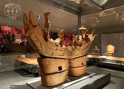 整備に伴う調査で精巧な船形埴輪が出土した宝塚1号墳と隣接の同2号墳の大型古墳と出土品の埴輪等展示。