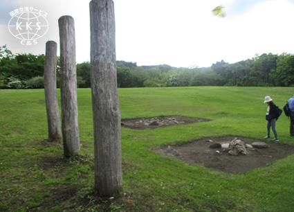 大規模な集落遺跡で葬祭空間の構造が明らかにされている